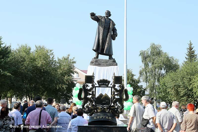 В Кургане открыли памятник основателю города Тимофею Невежину