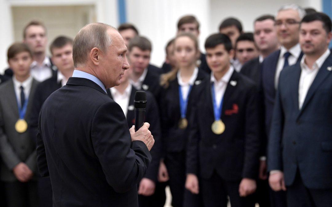 Владимир Путин: Благодаря людям труда страна становится сильнее