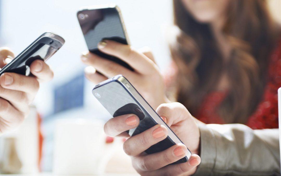 Исследование: российская молодежь предпочитает соцсети и просмотр кино дома