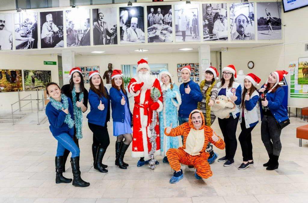 Студенты подарили новогодний праздник маленьким пациентам