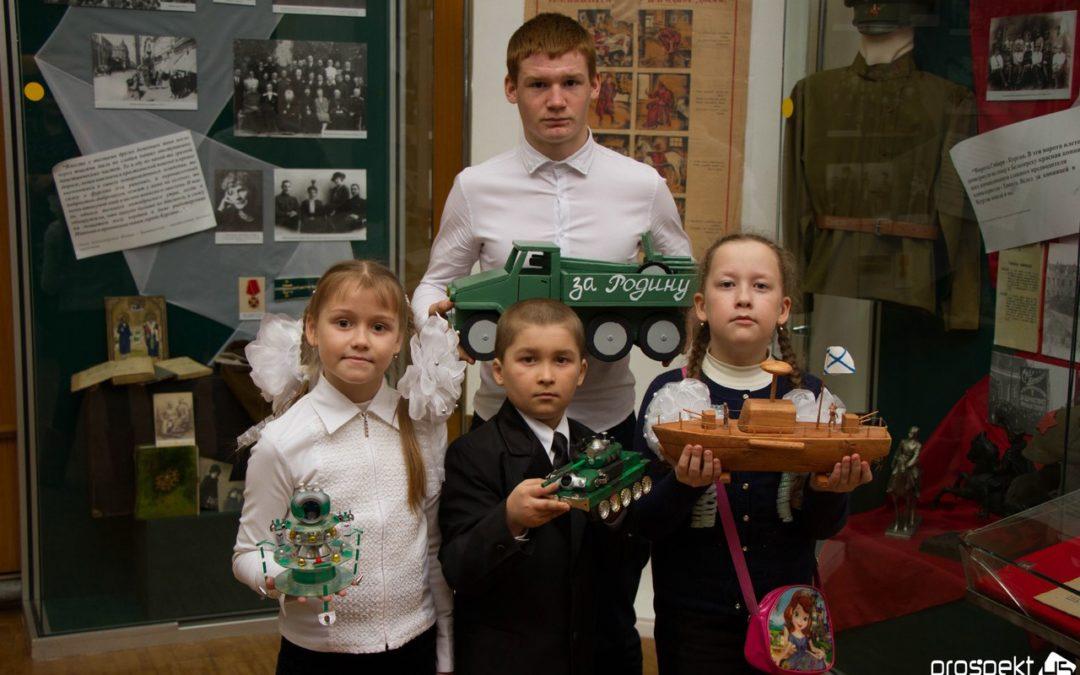 Школьники представят военные модели