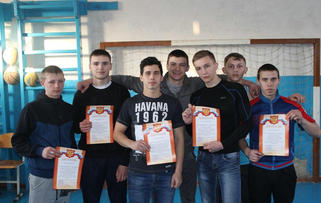 Петуховские студенты соревновались в военно-спортивном многоборье