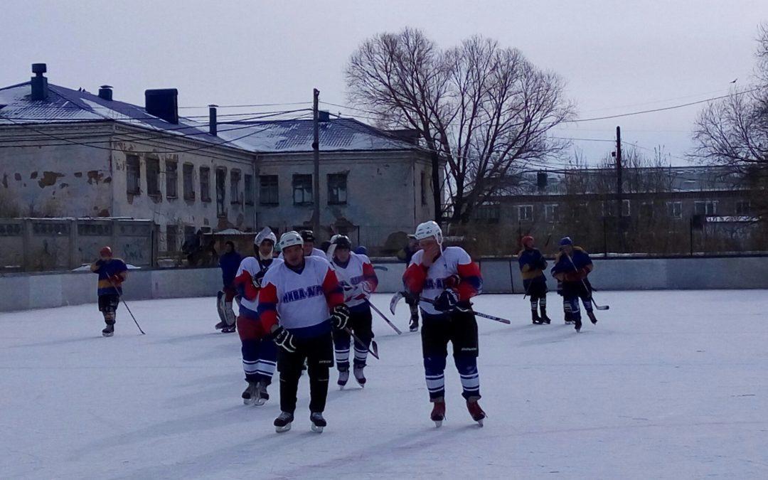 Лебяжьевские хоккеисты встретились на корте с тюменцами