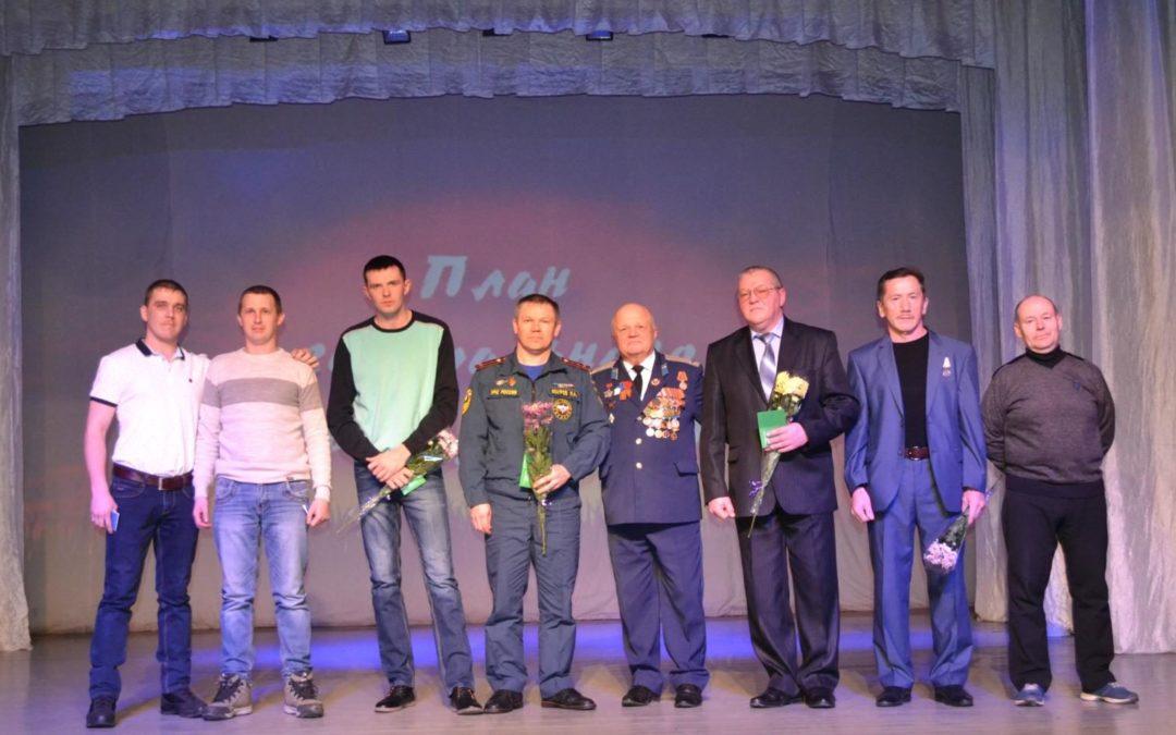 Далматовцам вручили медали за вклад в патриотическое воспитание молодежи