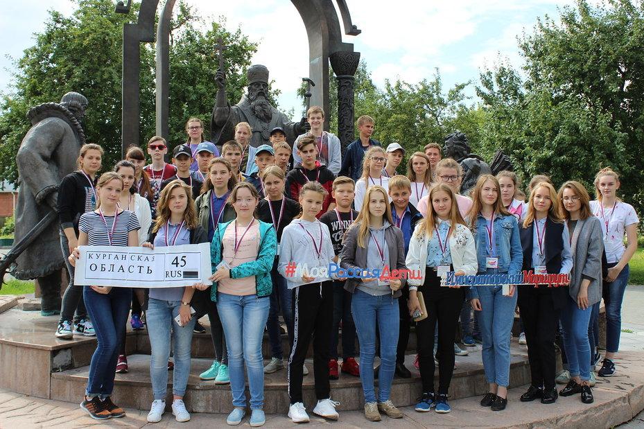 Школьники из Зауралья путешествуют по России
