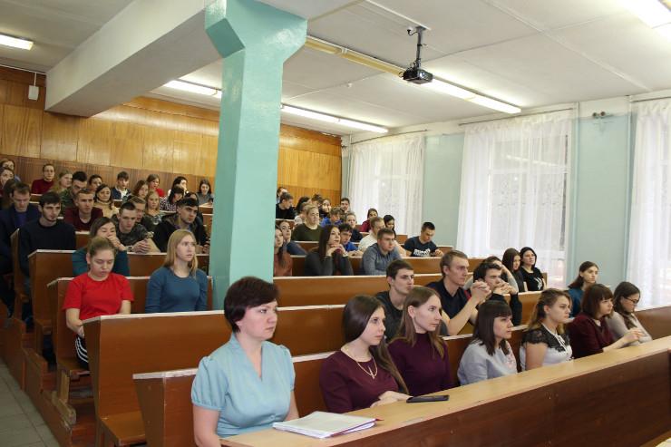 Студенты узнали об инвестировании и потребительских правах