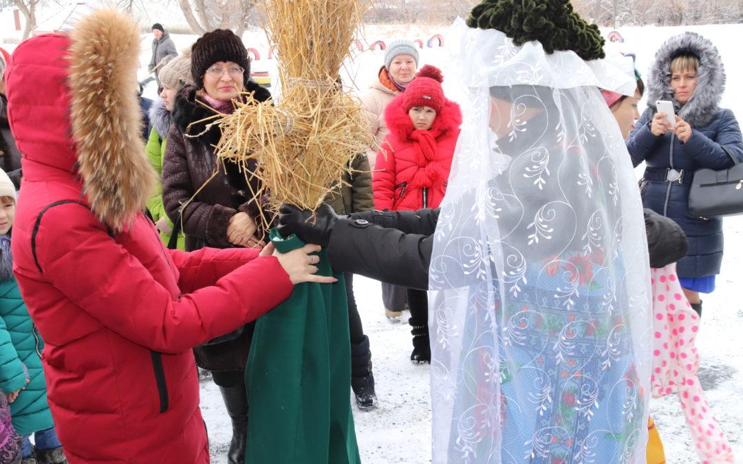 Лебяжьевская молодежь приобщается к народным традициям