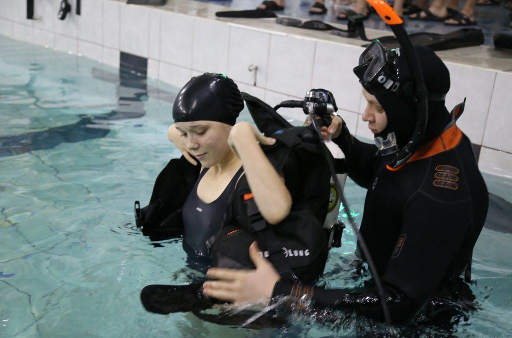 Студенты-спасатели осваивают глубину