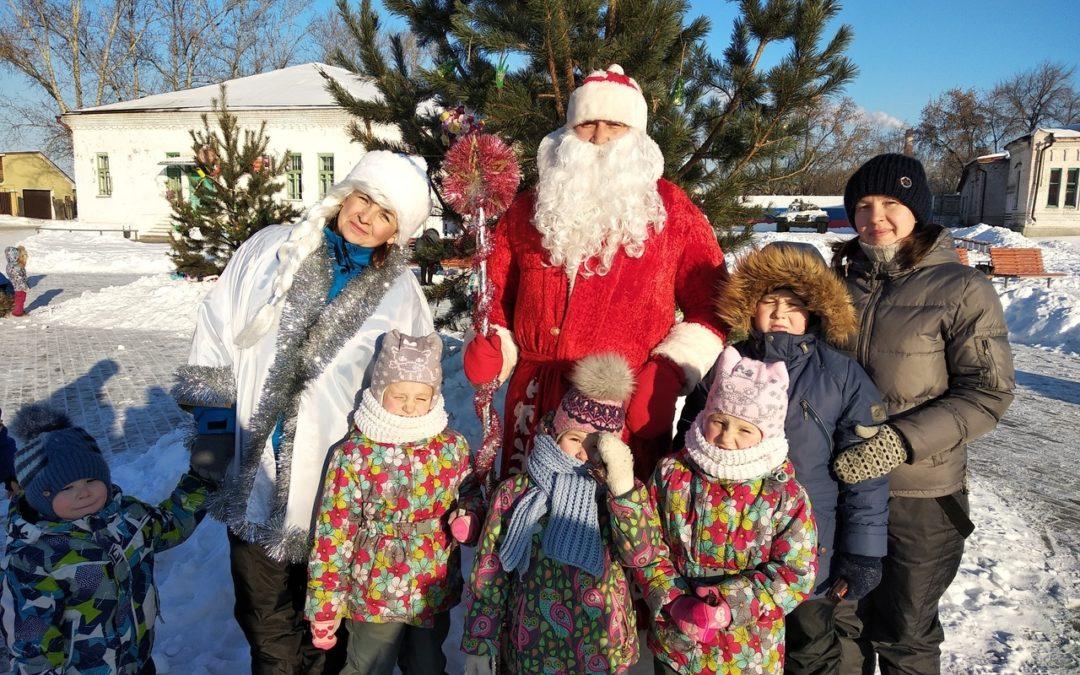 Молодые семьи Катайска организовали новогодние забавы для детей