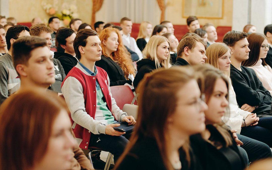 Руководитель Росмолодежи встретился с молодежью «на равных»