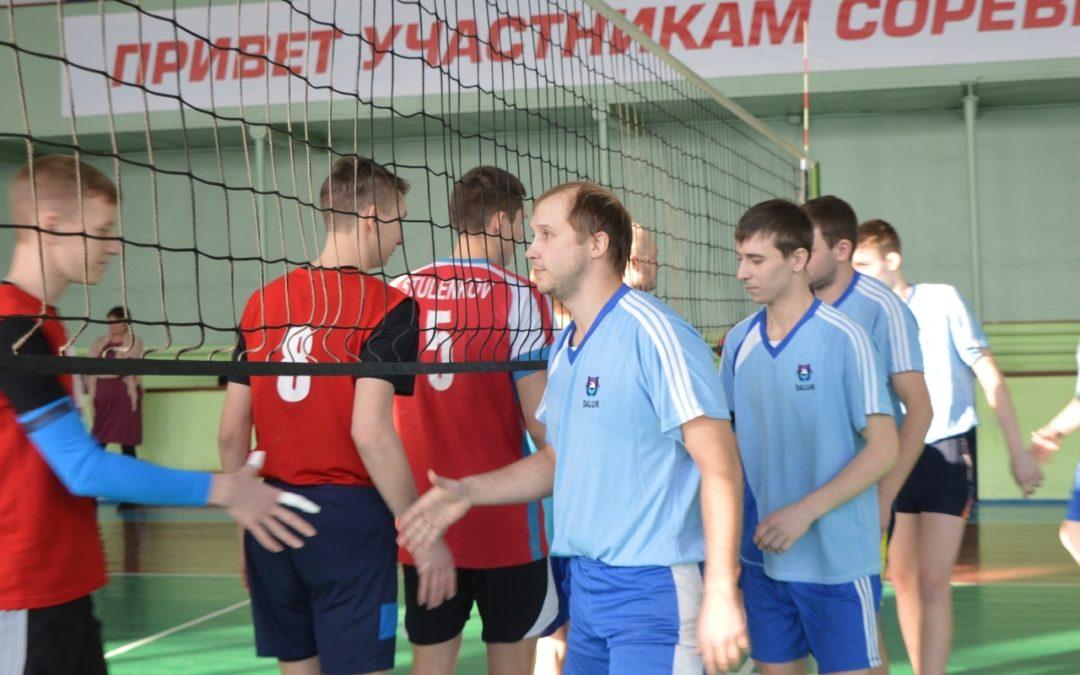 Катайцы сыграли в волейбол с гостями из других районов