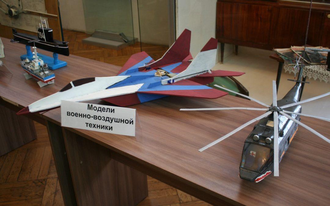 Юные конструкторы создали модели военной техники