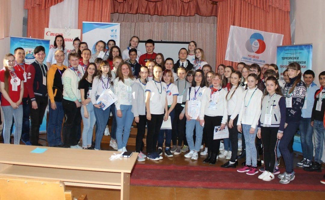 Далматовские школьники встретились с молодежными активистами