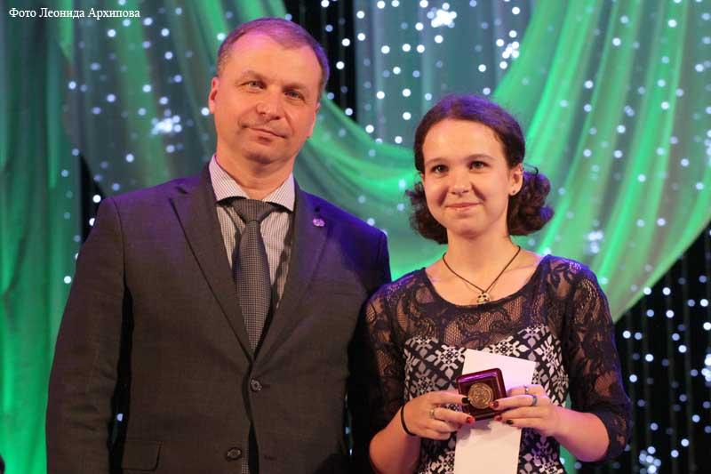 112 курганских выпускников наградили медалями