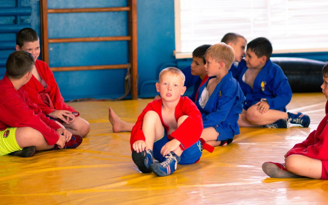 Зауральские дети в каникулы осваивают самбо