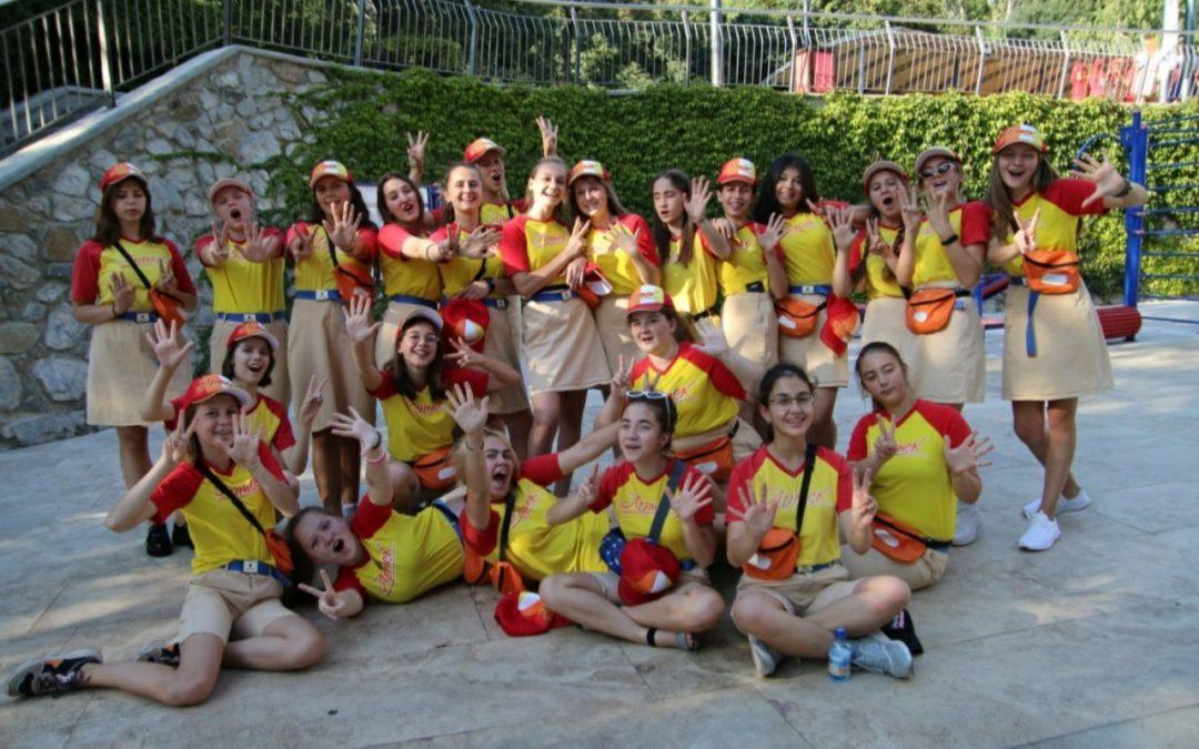 Юные добровольцы отправились в «Артек»