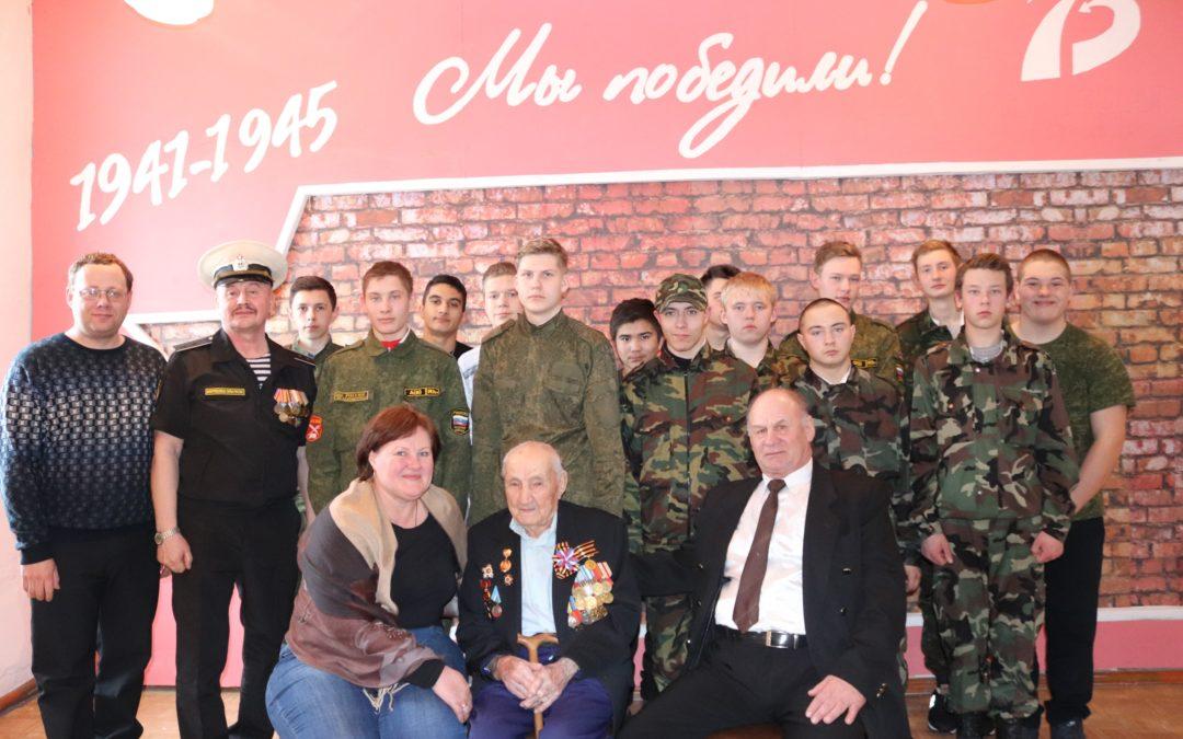 Лебяжьевская молодежь встретилась с ветераном войны