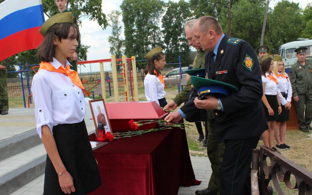 В Белозерском районе спустя 77 лет с почестями захоронили красноармейца