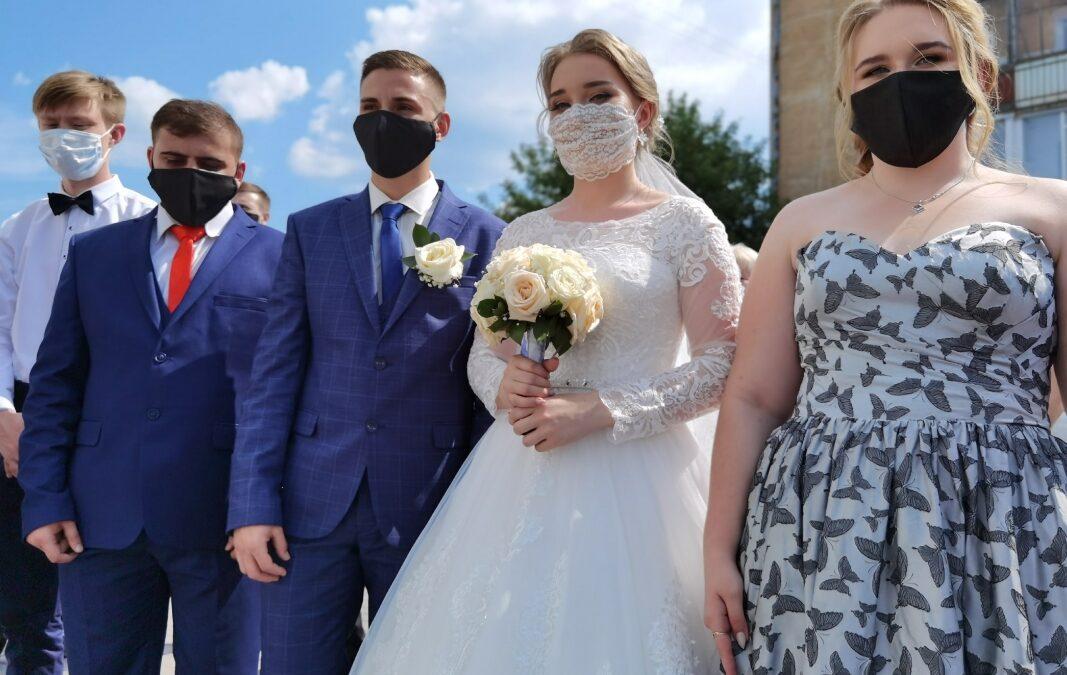 12 курганских пар в День семьи вступили в брак