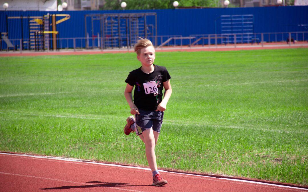 Молодежь может заниматься спортом на площадках школ и колледжей