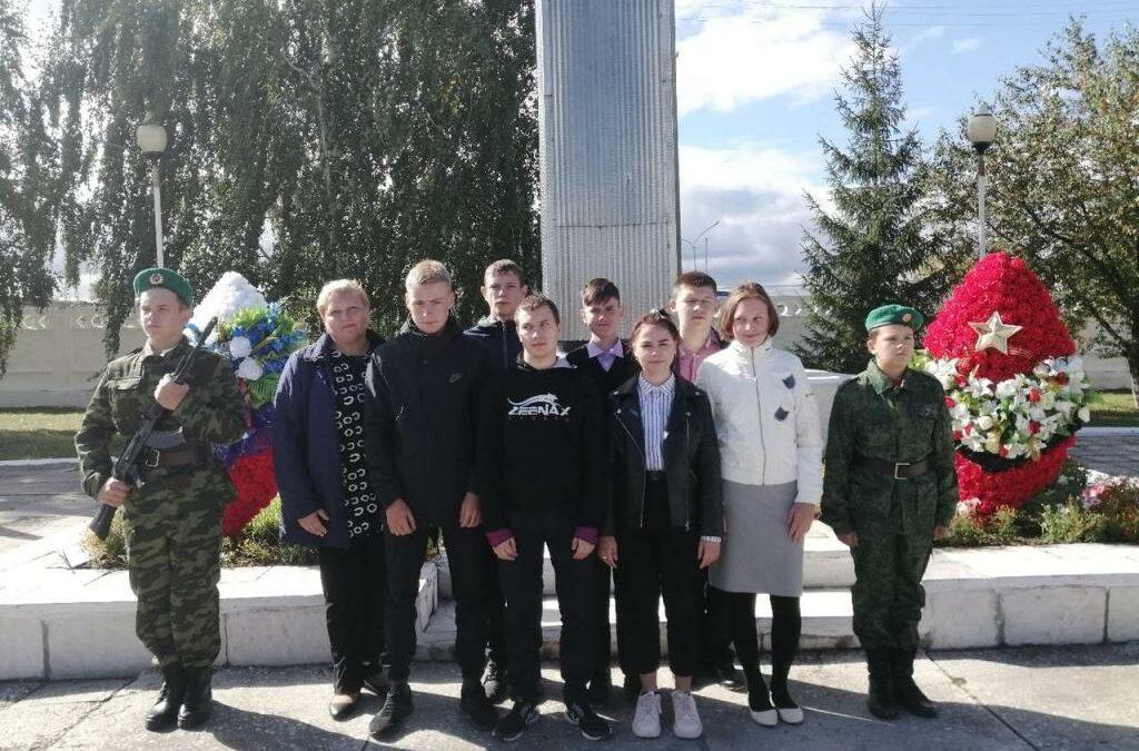 Варгашинские волонтеры реализуют патриотический проект