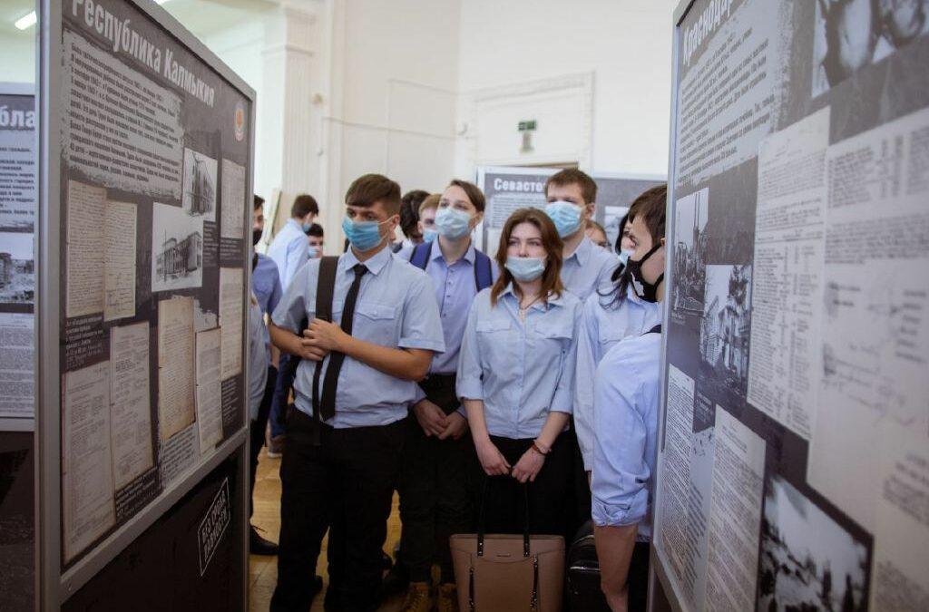 Не забыть никогда: открылась выставка о геноциде советского народа